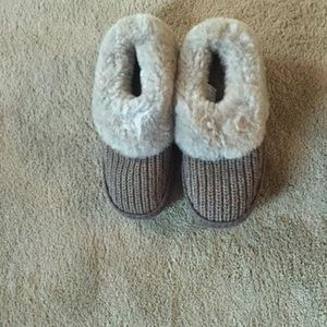 UGG Shoes - UGGS Slippers/Clogs